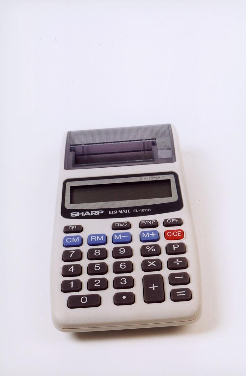 Kalkulator i til bruk i landposttjenesten. Merke: Sharp Elsi mate El-1611H.