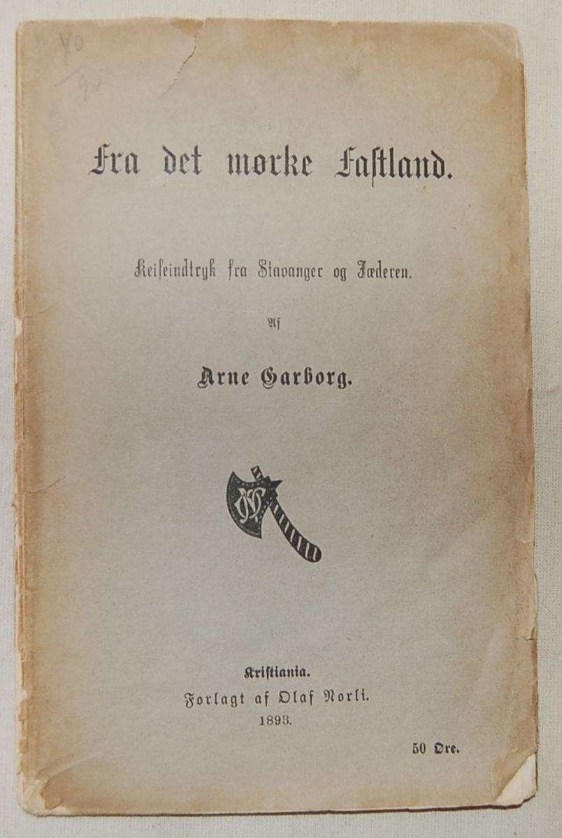 Filosofen Peter Wessel Zapffe og hans kone Berit testamenterte sin eiendom på Båstad i Asker til Universitetet i Oslo. Da det ble besluttet å selge eiendommen i 2009 ble deler av P.W. Zapffes arbeidsrom og andre eiendeler overlatt til Asker Museum. Denne samlingen inngår nå som en permanent utstilling på museet. Gul-hvit bok