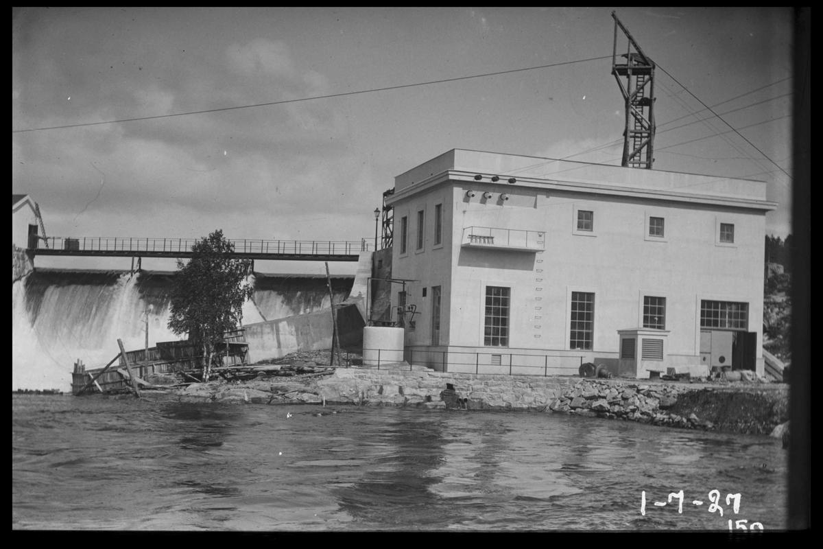 Arendal Fossekompani i begynnelsen av 1900-tallet CD merket 0468, Bilde: 43 Sted: Flaten Beskrivelse: Kraftstasjon med del av dam og vann over