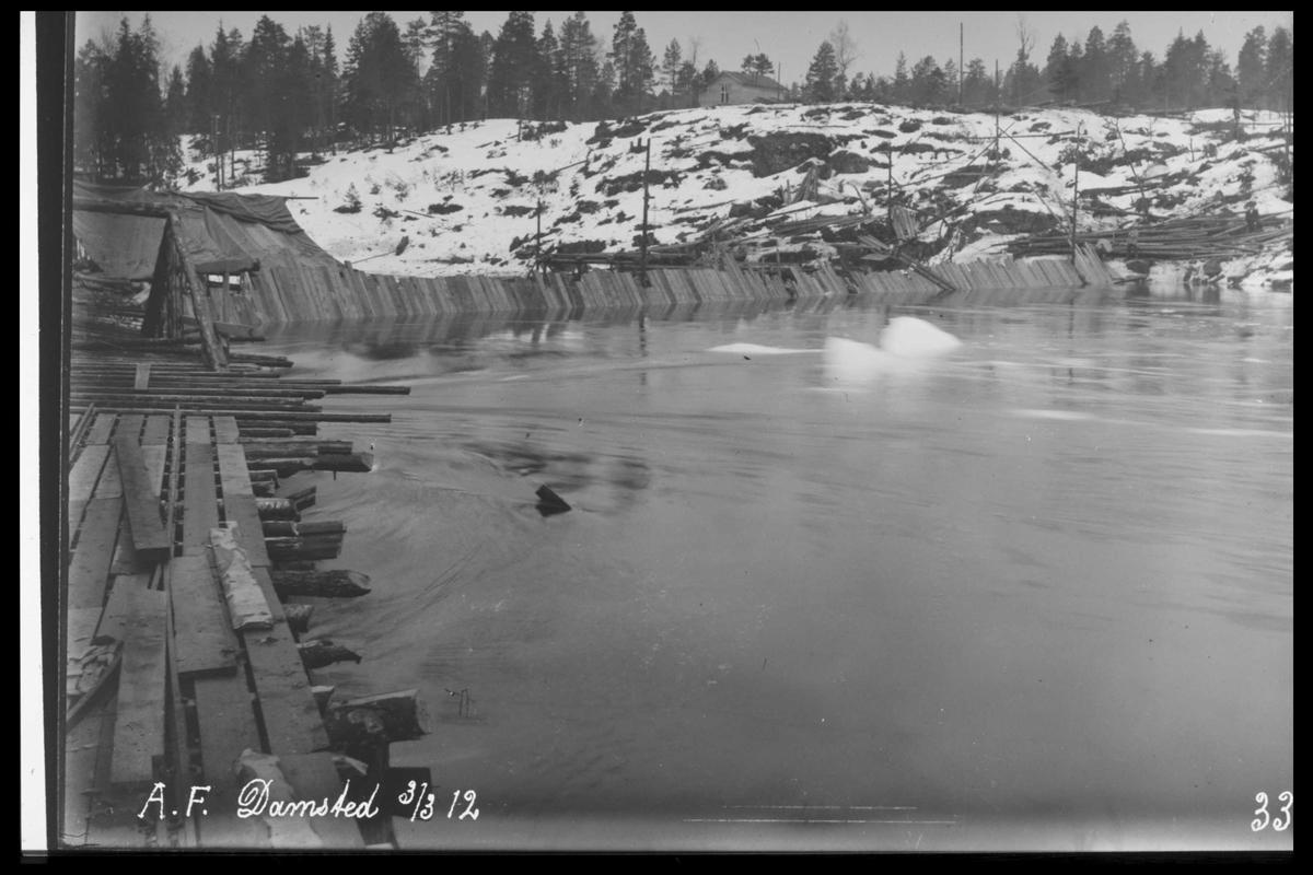 Arendal Fossekompani i begynnelsen av 1900-tallet CD merket 0470, Bilde: 32 Sted: Bøylefoss Beskrivelse: Damsted med fangdam