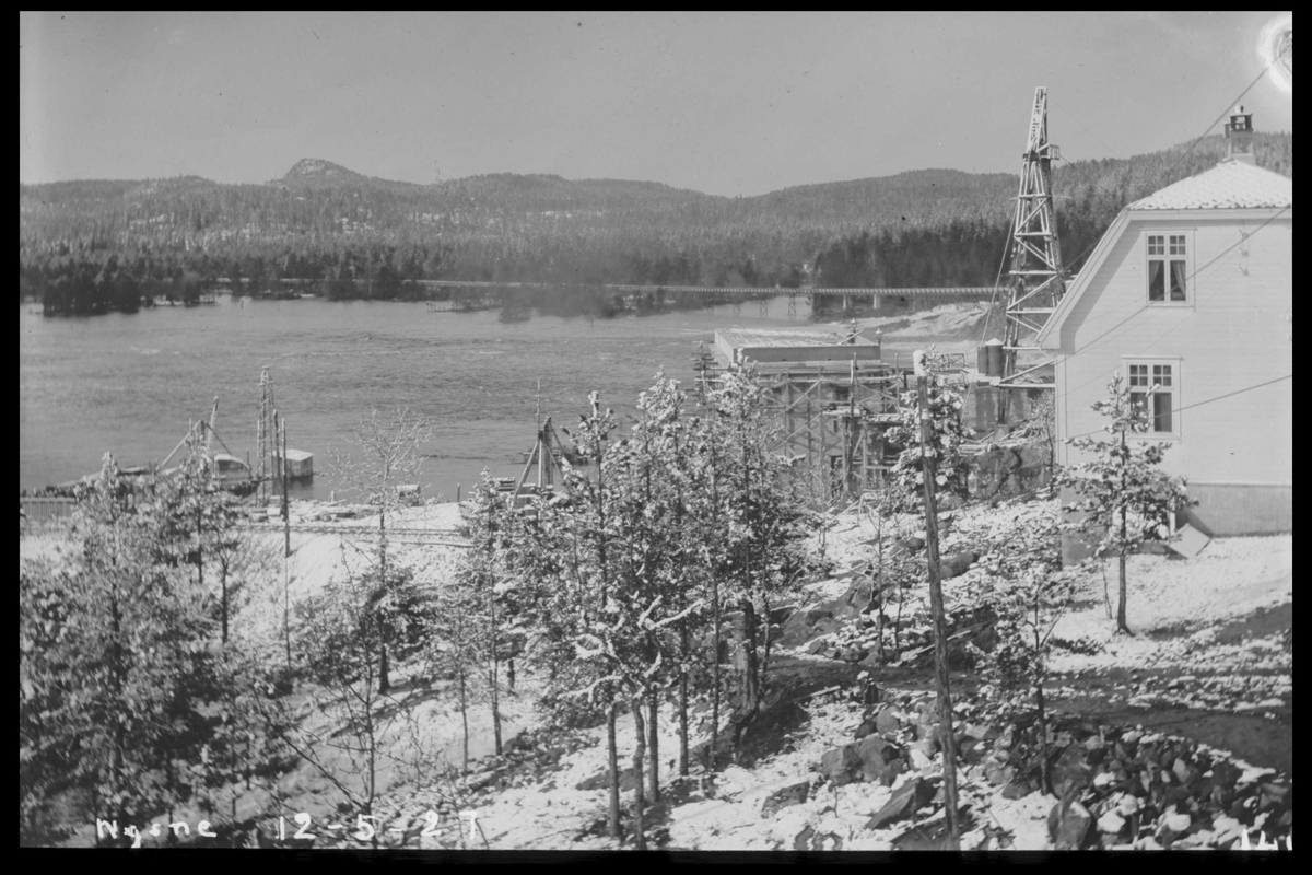 Arendal Fossekompani i begynnelsen av 1900-tallet CD merket 0470, Bilde: 79 Sted: Flaten Beskrivelse: Nedenfor dam