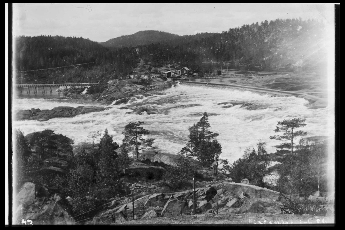 Arendal Fossekompani i begynnelsen av 1900-tallet CD merket 0474, Bilde: 59 Sted: Flaten Beskrivelse: Løftedam og tømmerrenne