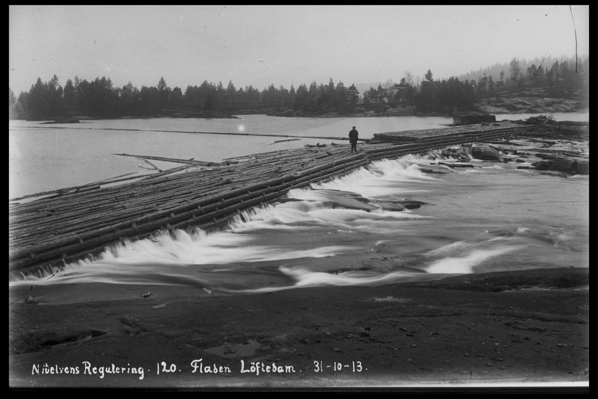 Arendal Fossekompani i begynnelsen av 1900-tallet CD merket 0565, Bilde: 49 Sted: Flaten Beskrivelse: Løftedammen ved fløterbu