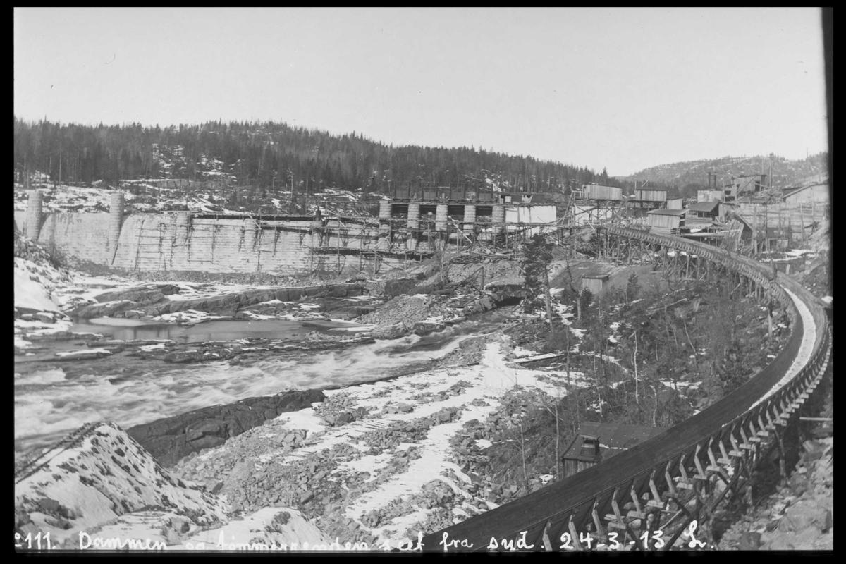 Arendal Fossekompani i begynnelsen av 1900-tallet CD merket 0565, Bilde: 79 Sted: Haugsjå dam Beskrivelse: Bak tømmerrenna. Tatt fra syd