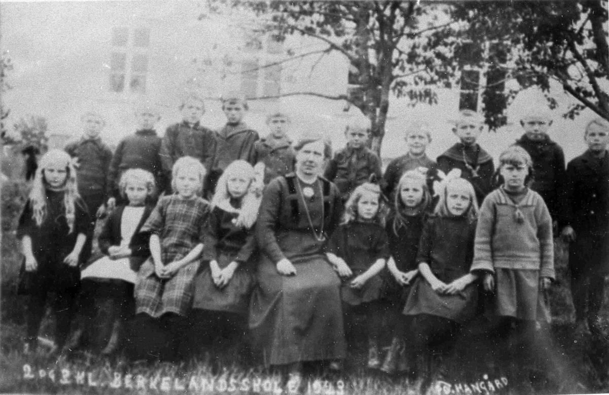 Bilder fra Birkenes kommune Birkeland skole 1923