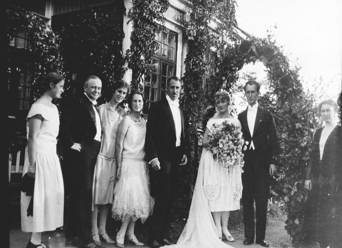 Brudeparet Mosse og Olle Santesson med gjester.