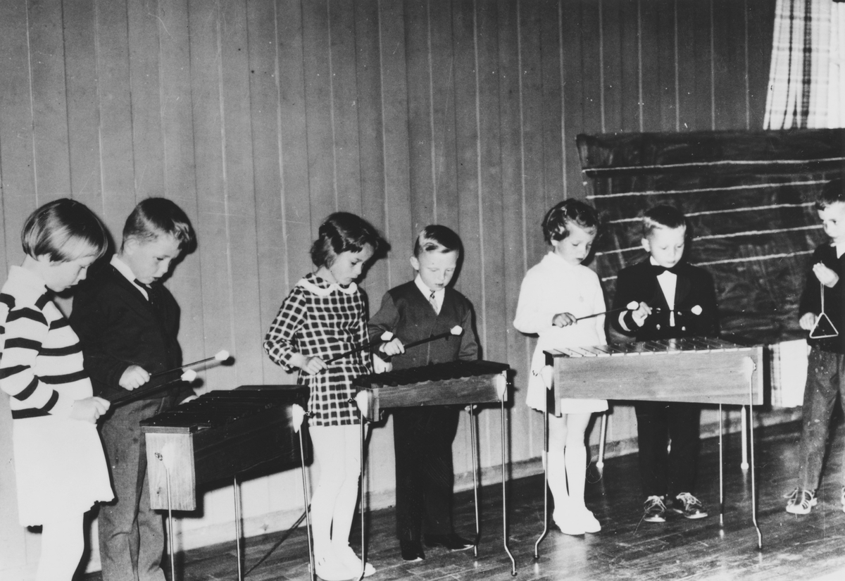 Elever i musikkskolen på Menighetshuset.