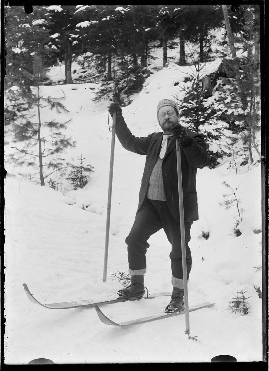 F.Grann-Meyer på skitur i Svartskog.