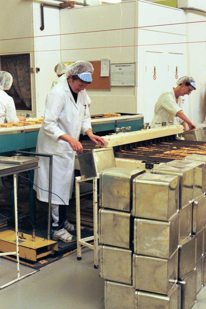 Cream Cracker, maskiner, arbeider, kvinne, emballasje, pakking, arbeidsmiljø, fabrikkmiljø