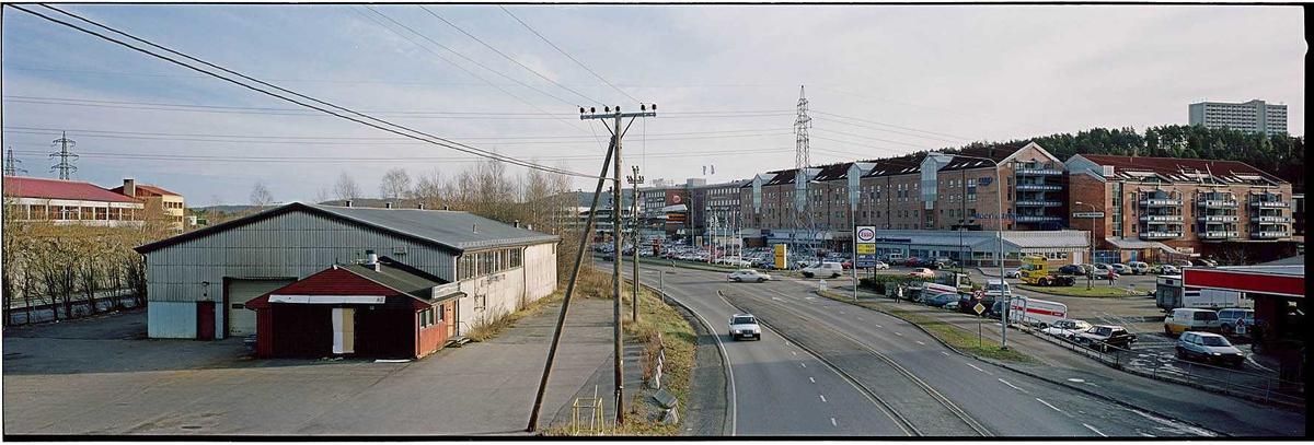Solheim med lagerbygning til venstre og Metrosenteret til høyre. Våningshuset på Solheim gård lå der lagerbygget ligger.  Fotovinkel: Ø