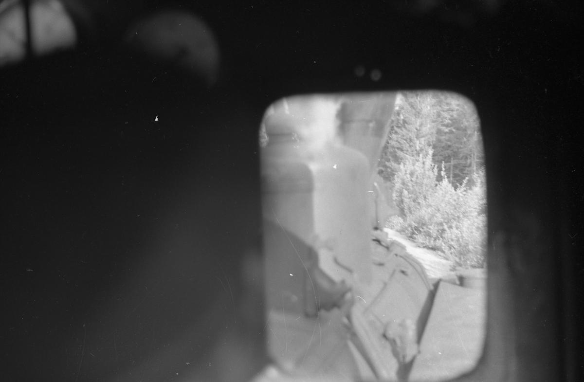 Utsikt fra fyrbøtersiden i førerrom. Tog retning Sørumsand.