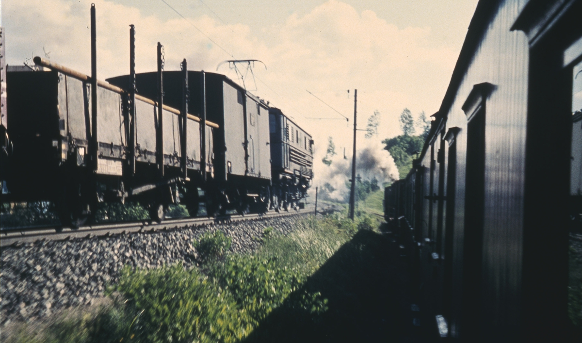 Godstog på Kongsvingerbanen fotografert fra tog 2051 på Urskog-Hølandsbanen