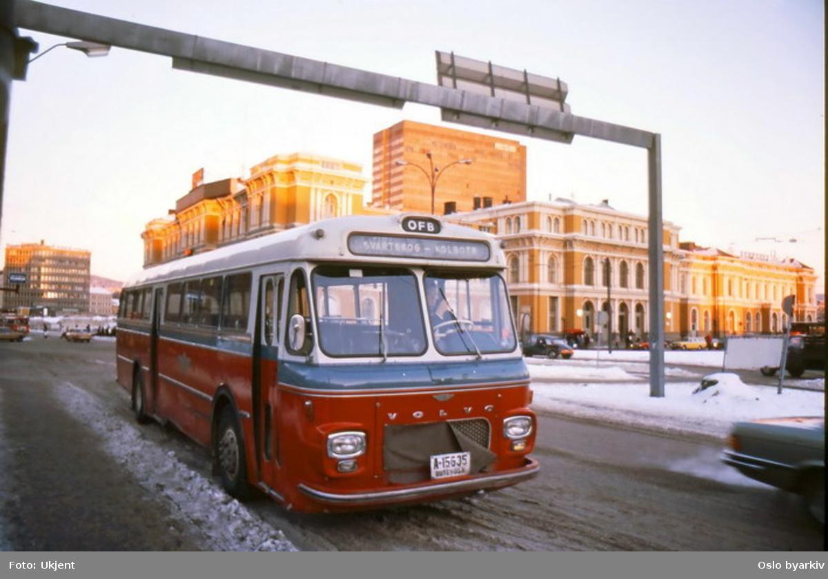 Buss, Oslo og Follo Busstrafikk, OFB buss registernummer A-15635 linje 75, vinter, ved Østbanen i Strandgata.