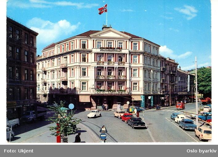 Forbundshotellet, Holbergs plass 1. Holbergs gate, Welhavens gate. Biler. Postkort.