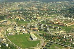 Industri område på Ryen med dagens E6 til venstre, Enebakkve