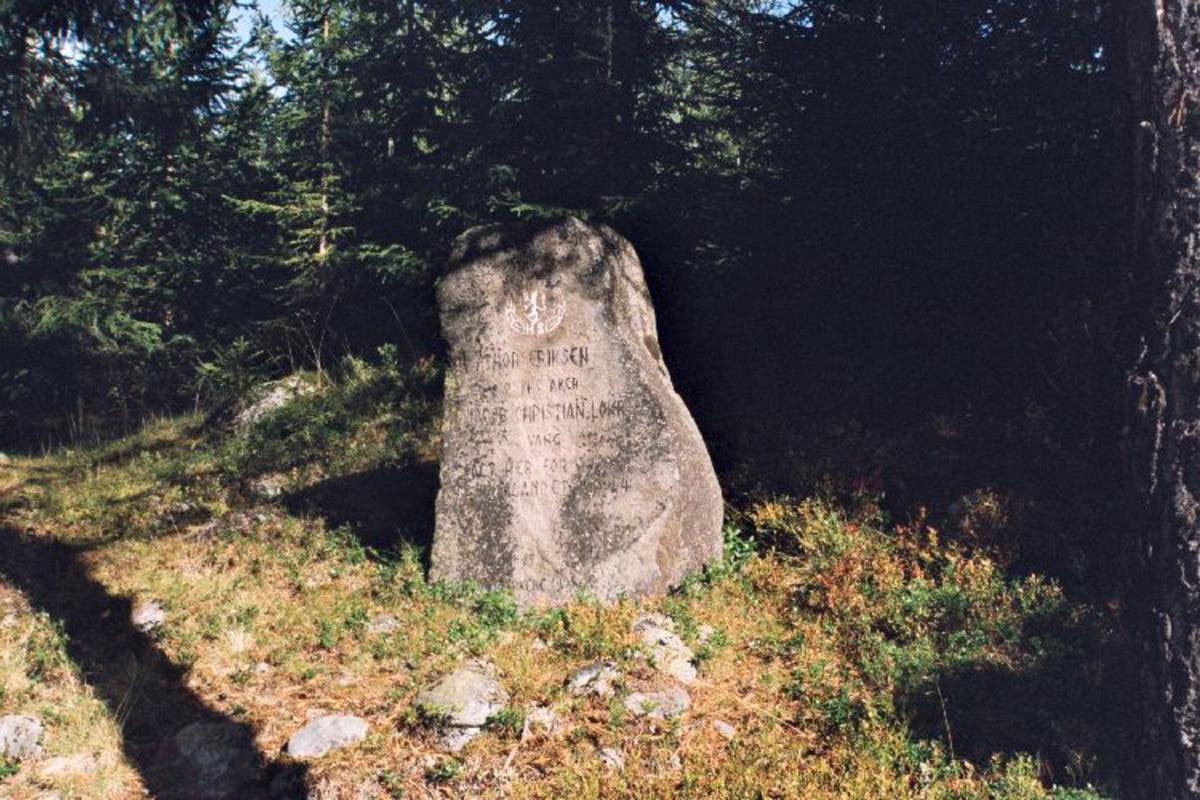 Stein ca 1 m høy