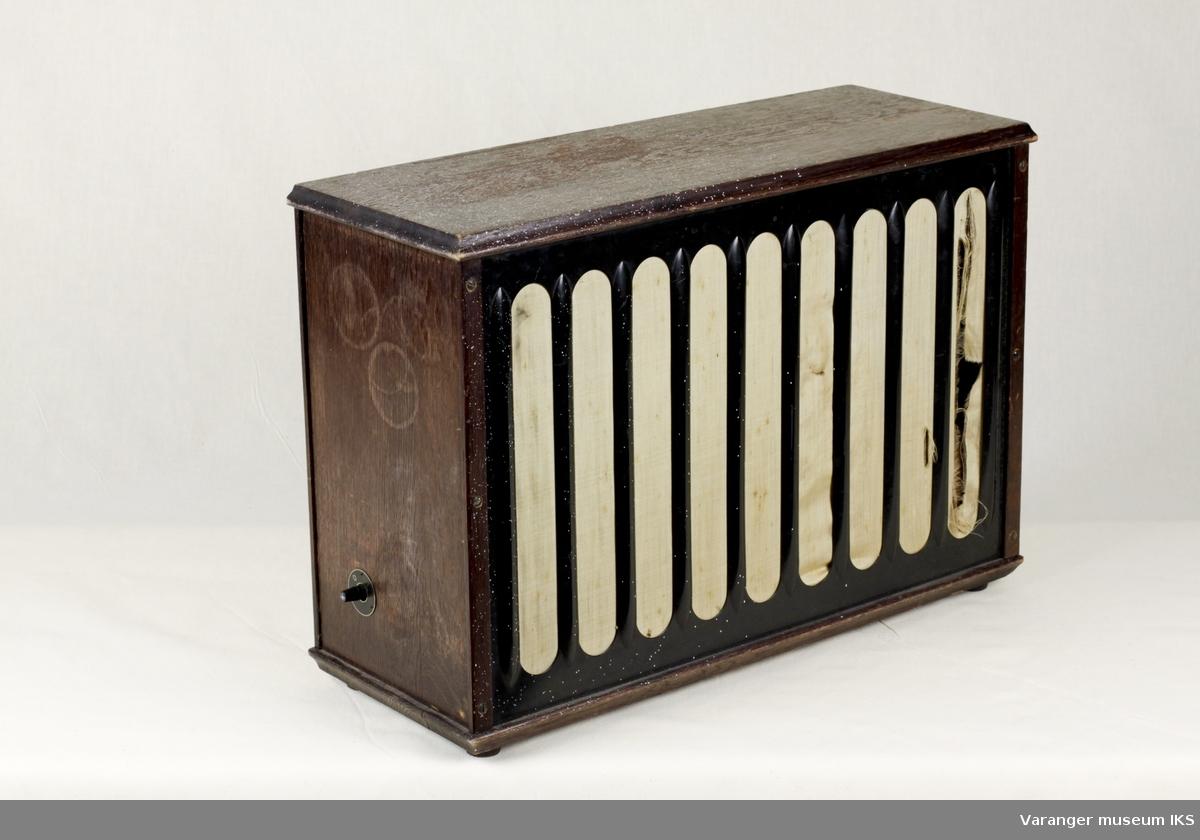 Høyttalerkabinett brukt sammen med Telefunken radiomottaker A9.