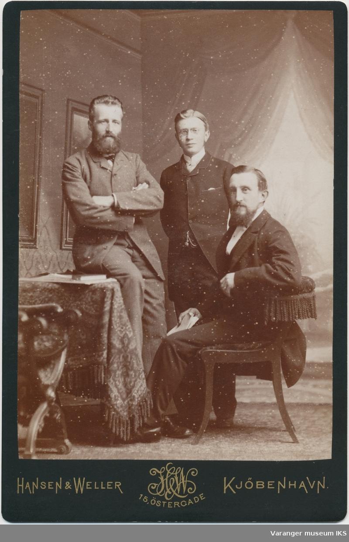 Gruppeportrett, tre menn