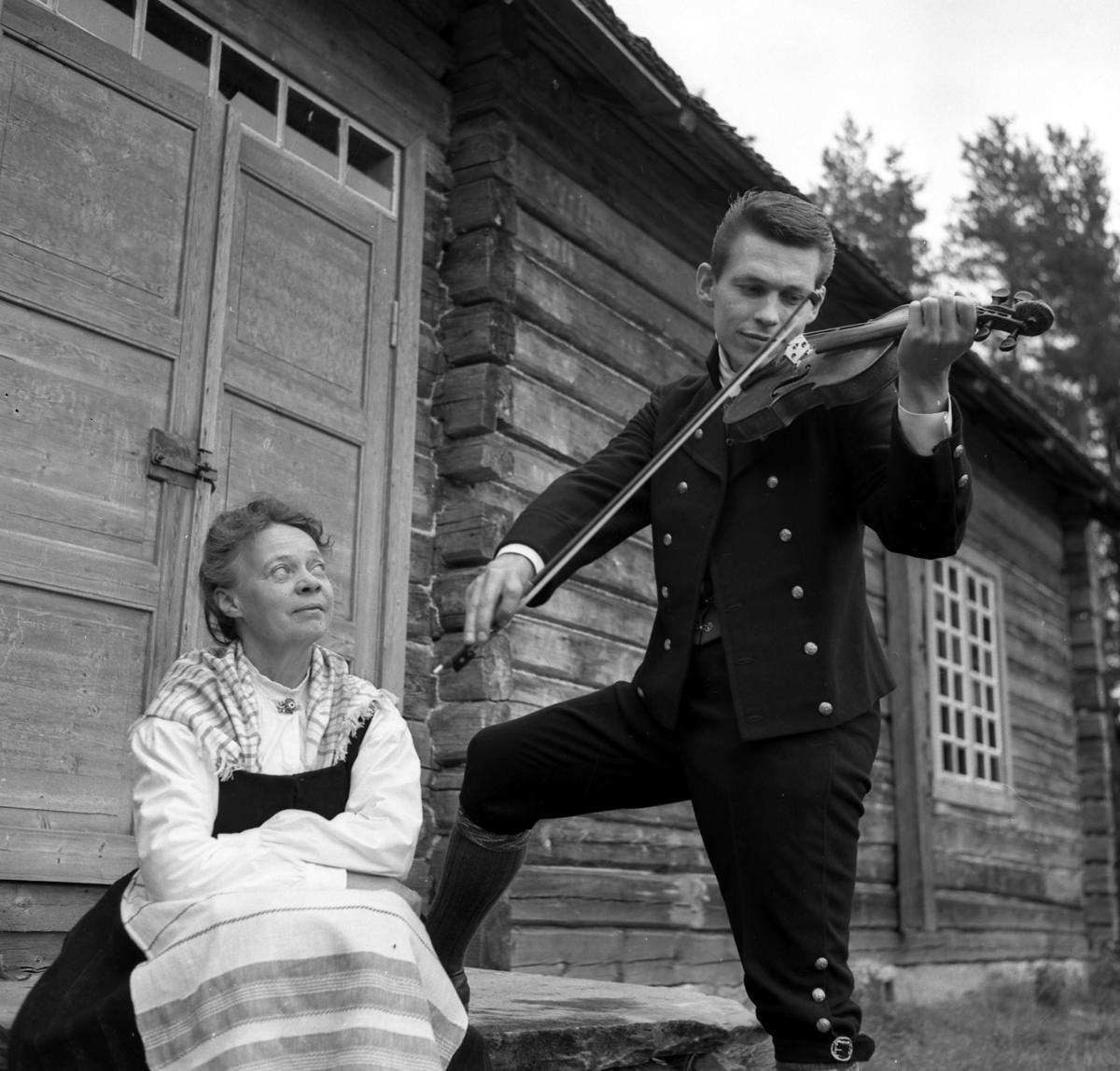 Arve Granlund og Åsta Holt. Porkkalafela