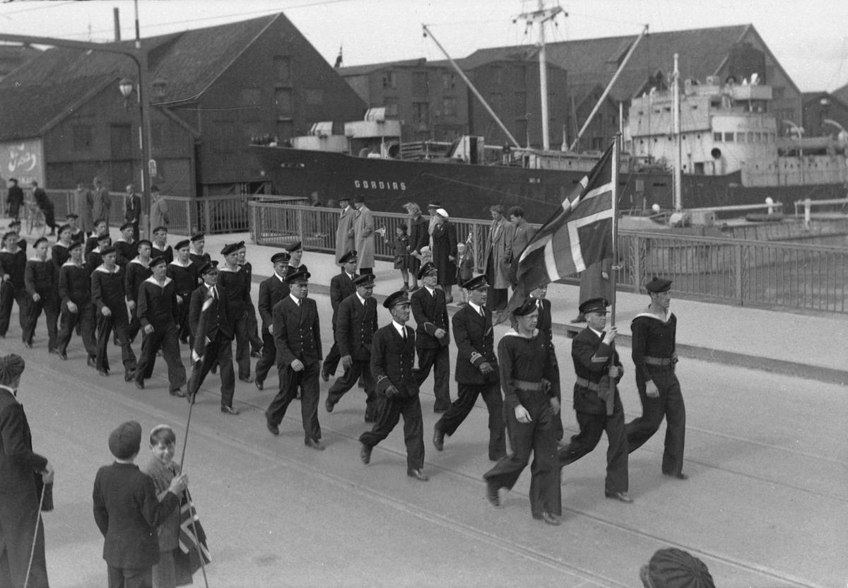 Militær defilering 17. mai 1945