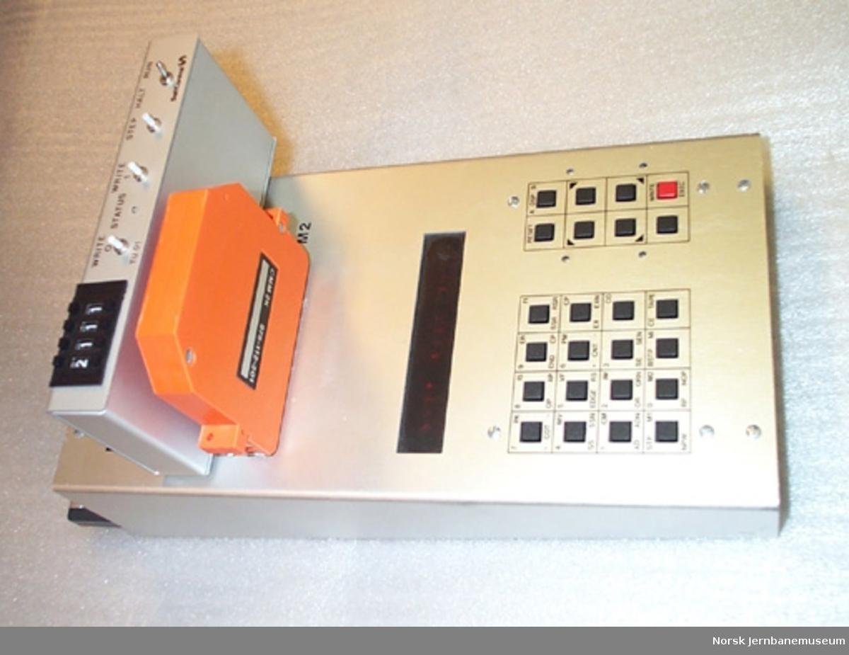 Styringsenhet, brukt sammen med datamaskin - for styring av signaler