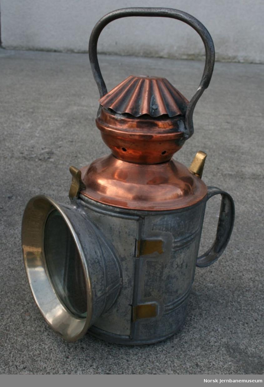 Petroleumslampe (parafinlampe, oljelampe) for signalgivning