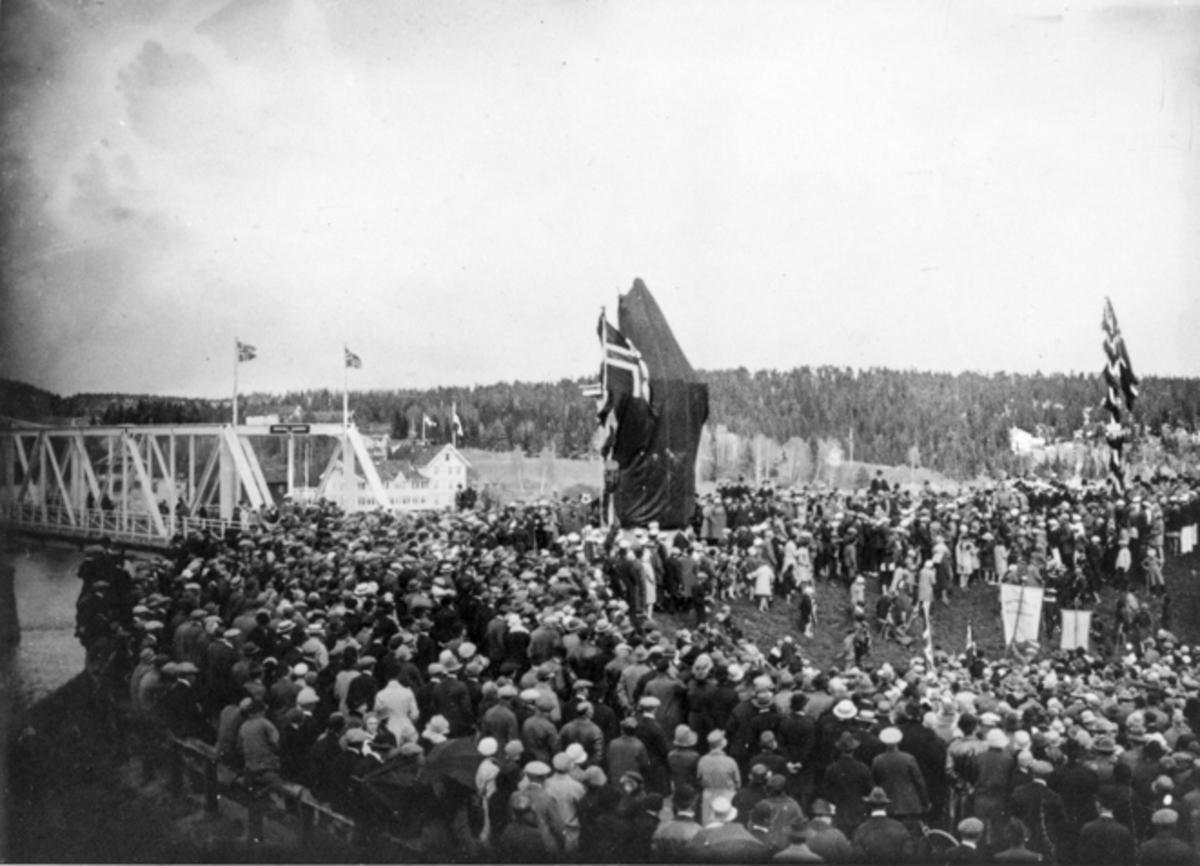 Avduking av «Den knelende soldat» 17. mai 1928.