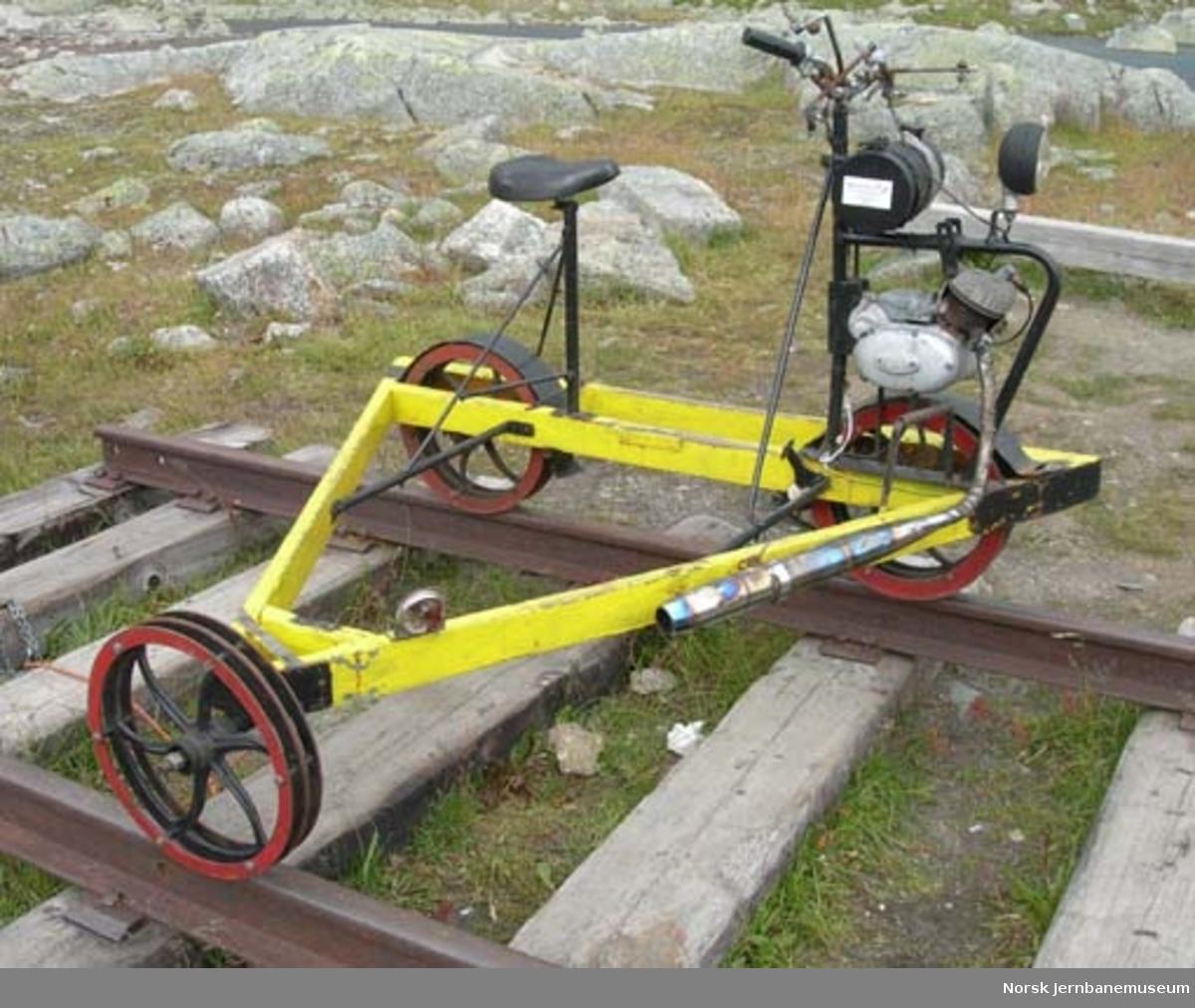 Motortralle : motorisert sykkeldresin