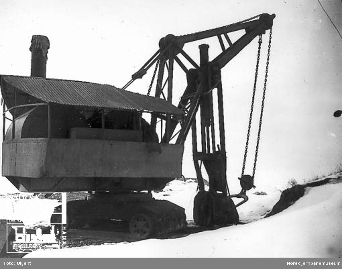 Skinnegående gravemaskin tilhørende Hovedbanens