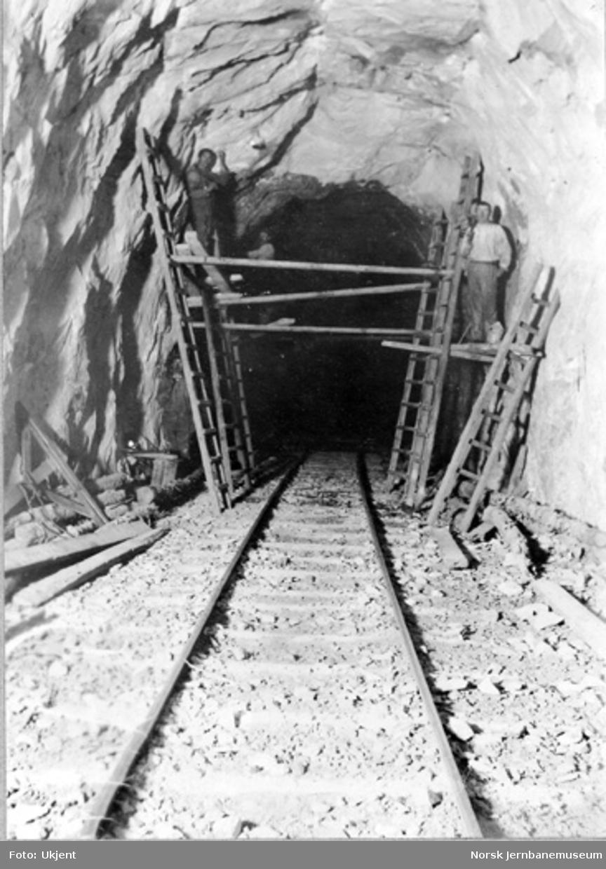 Vossebanens ombygging til normalspor : Rødbergo tunnel III