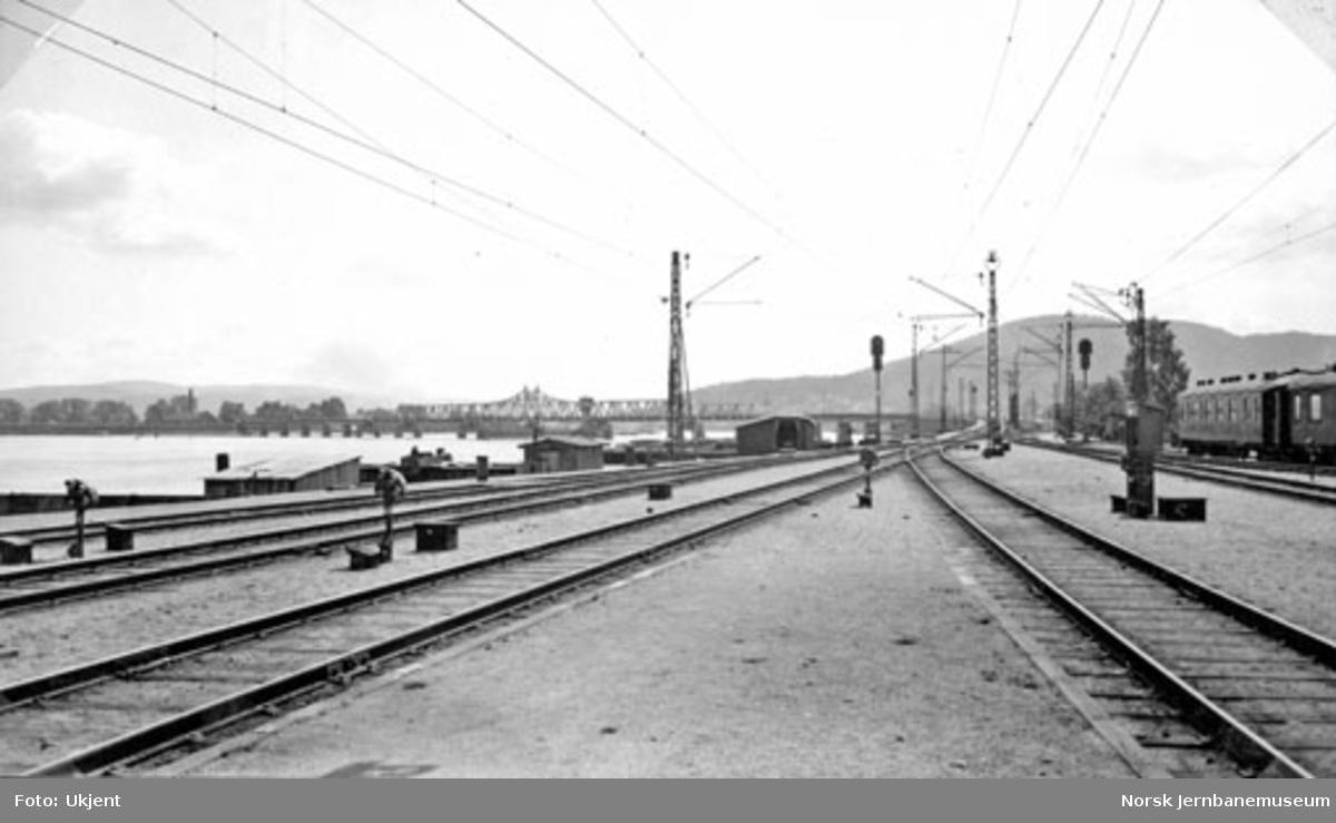 Drammen stasjon med signaler