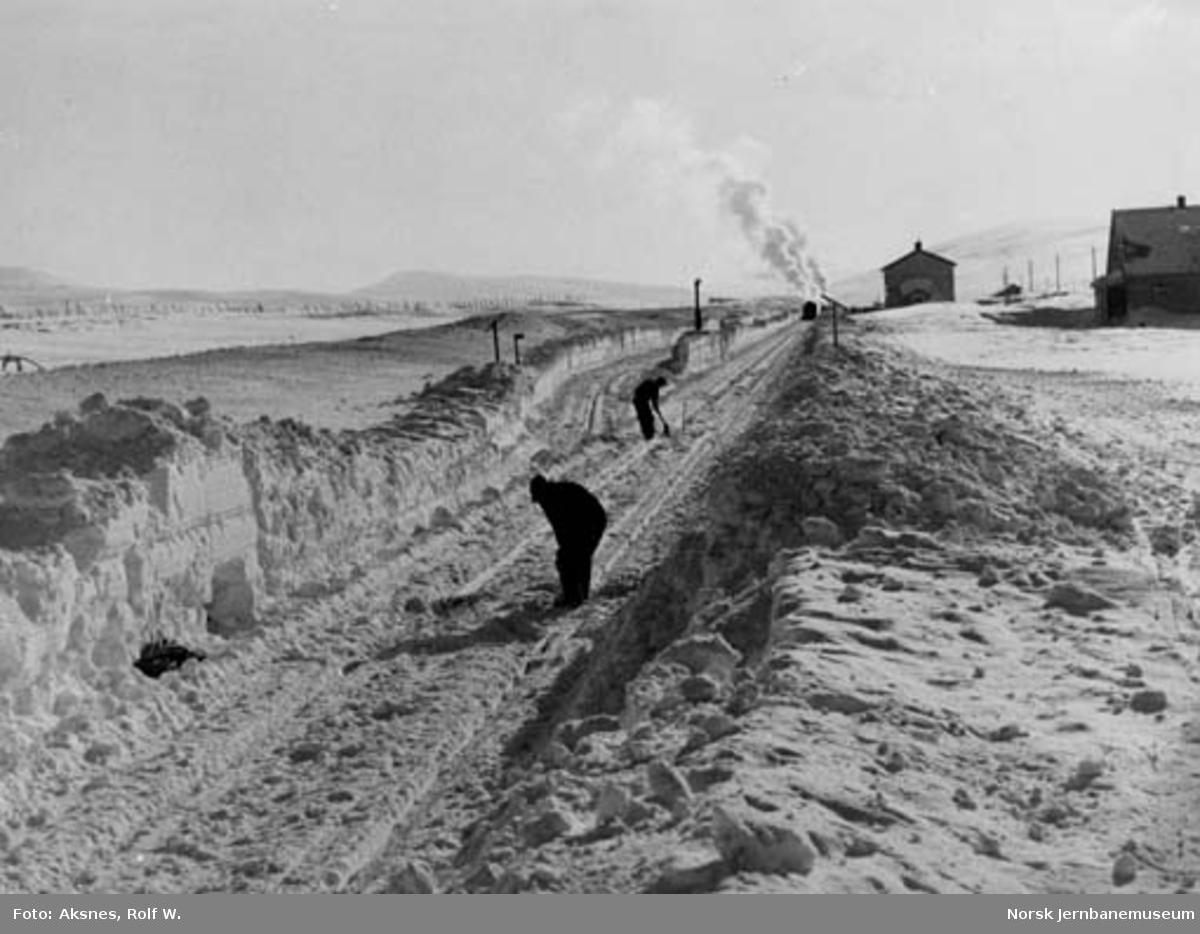 Snørydding på ukjent stasjon på Saltfjellet