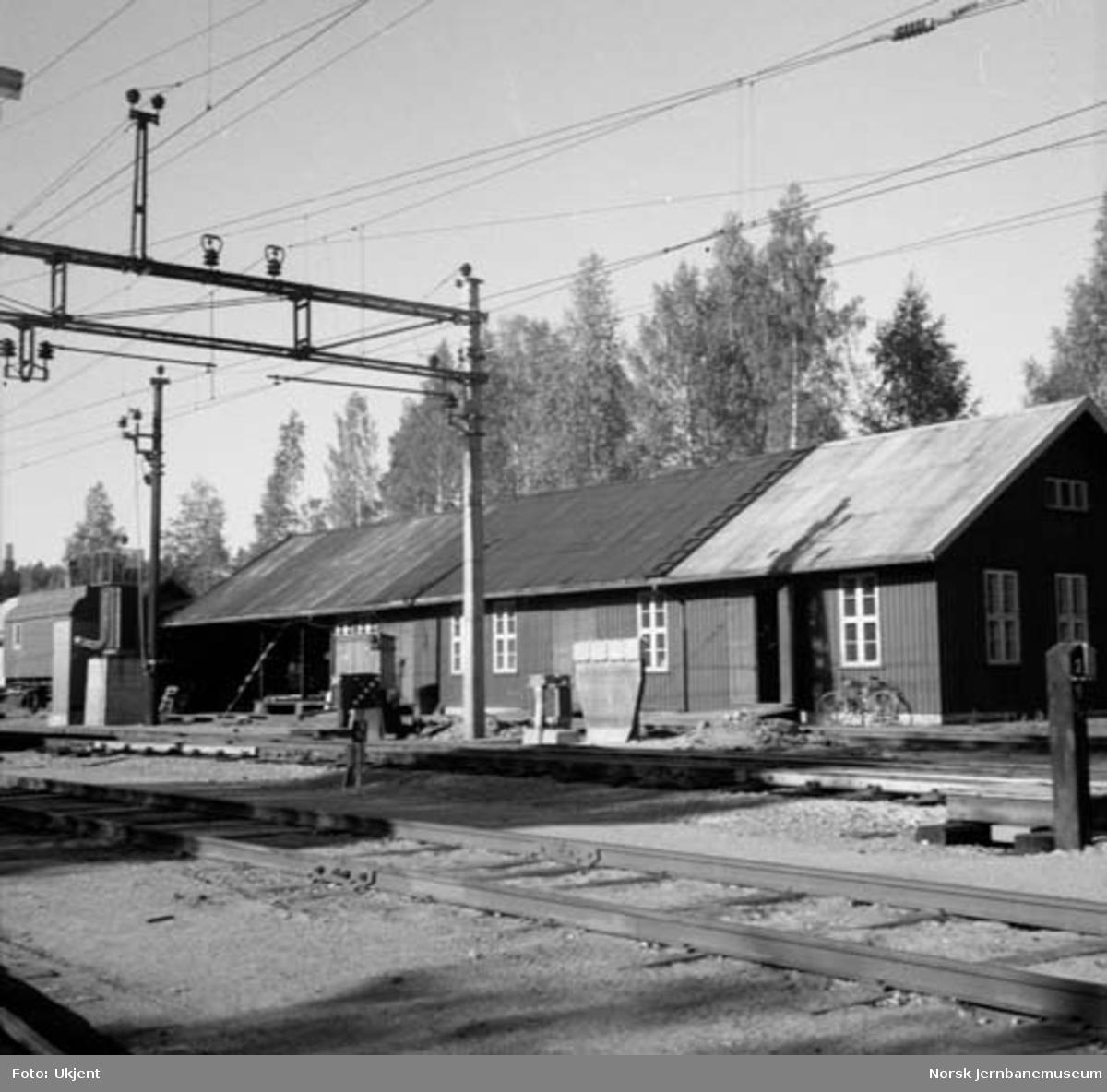 Jaren stasjon : div. bygninger