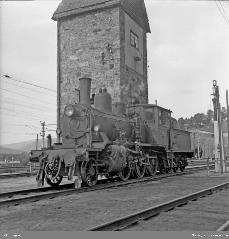 Damplokomotiv type 21c nr. 376 på Dombås, underveis til Oslo for salg til England