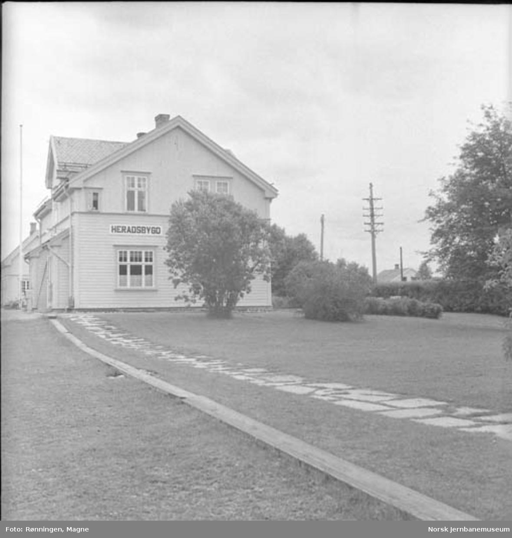 Hageanlegget på Heradsbygd stasjon