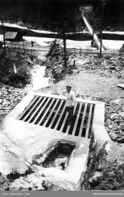 Rist til vanntunnel for bekk ved Gomea