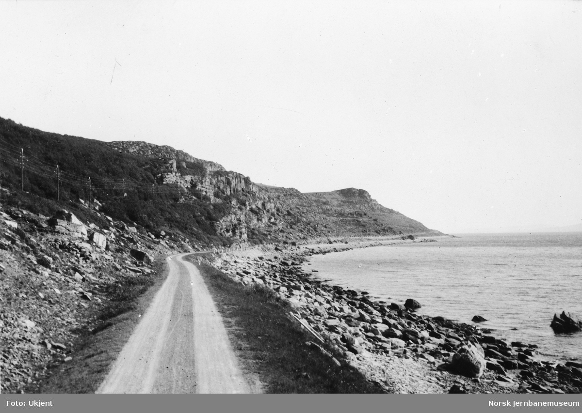 Landevegen langs sjøen ved Klubnesset