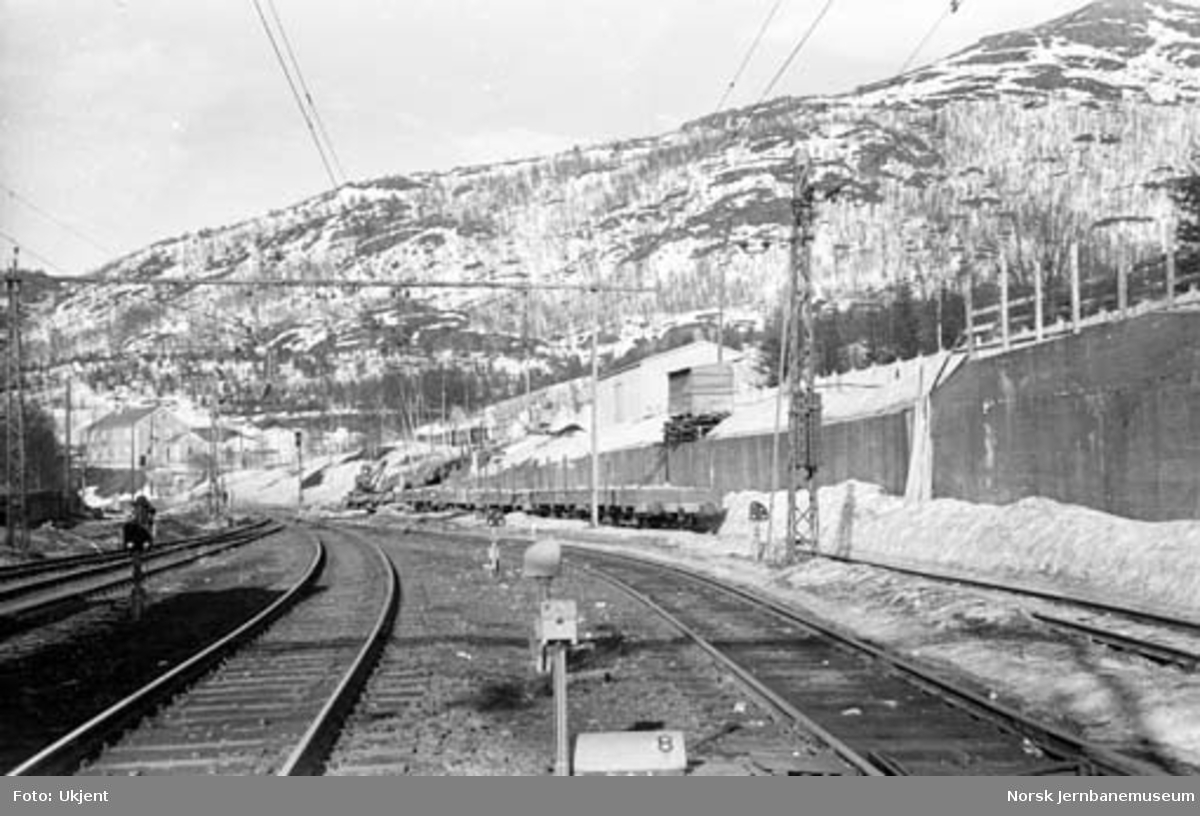 Narvik stasjon : fra stasjonstomta med utkjør mot Straumsnes