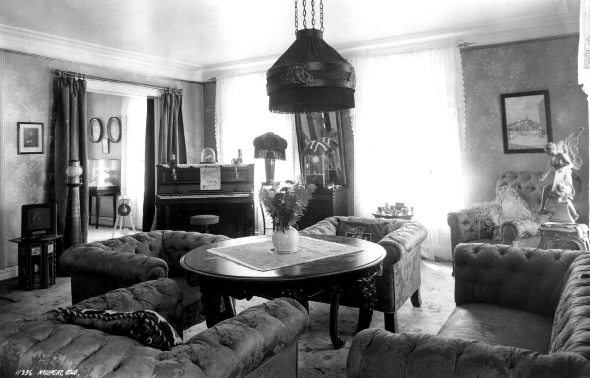 Roald Amundsens hjem, Svartskog. 1935. Interi?r. Stue med lenestoler ...