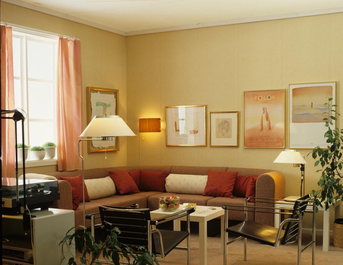 Bonytt's forslag til basismøbler og belysning i sofakrok i bolighus. Fotografert for Bonytt 1982.