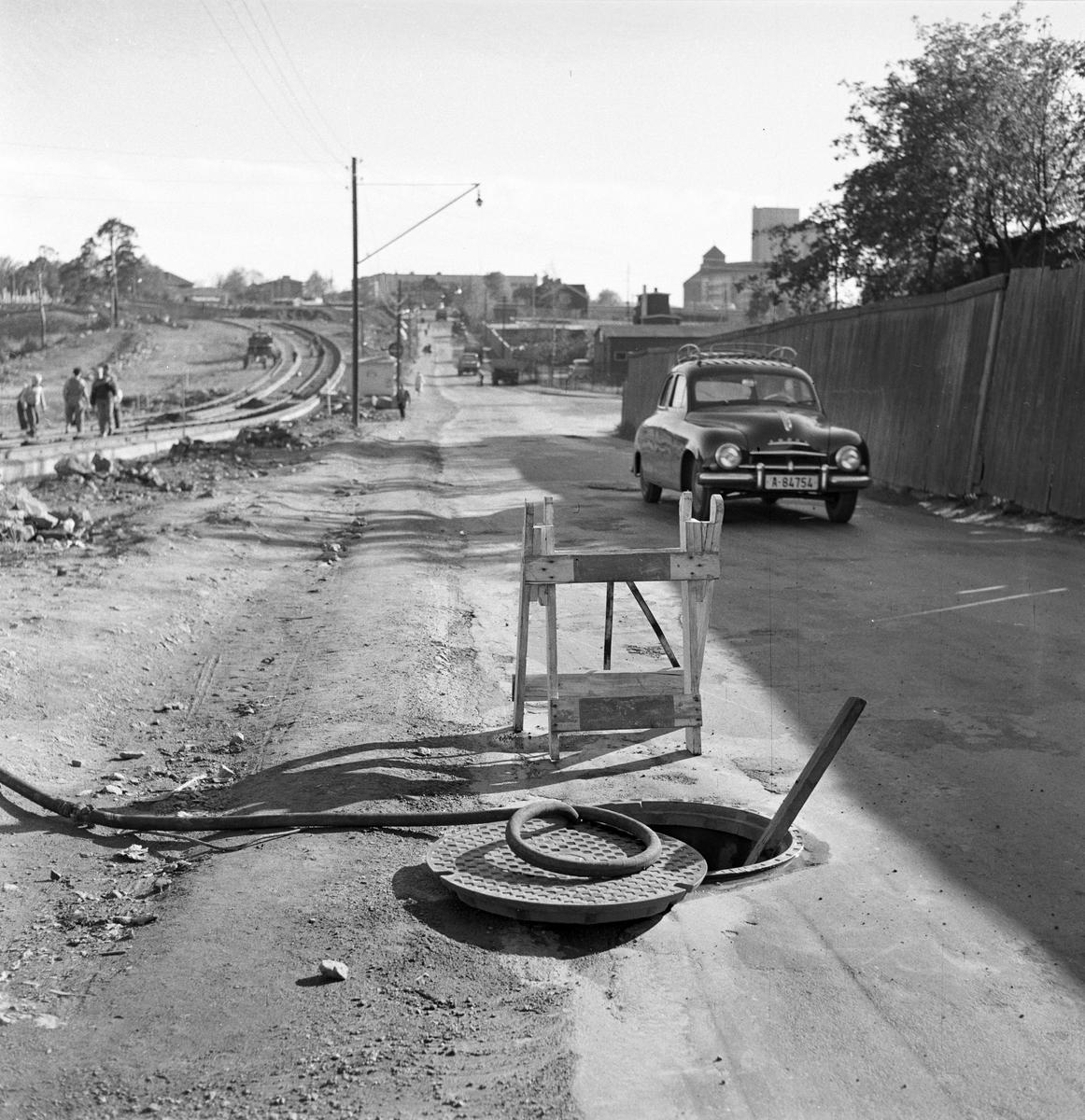 Serie. Bilder fra trafikken i Oslo,bl.a. diverse trafikk- og varselsskilt. Fotografert oktober 1956. .
