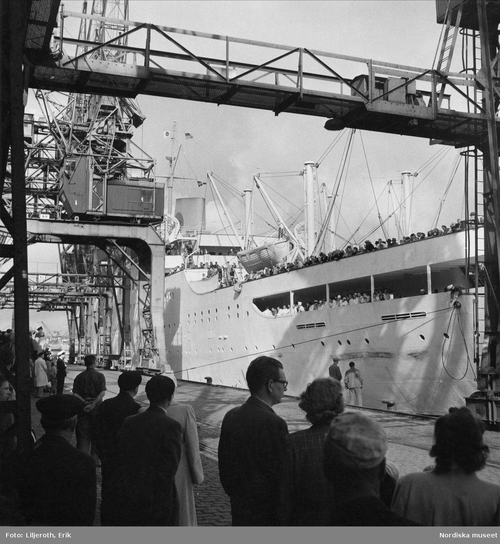 Göteborg. Ankomst till hamn för för en av Svenska Amerika Liniens passagerarfartyg