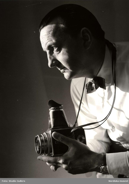 Karl Werner Edmund (KW) Gullers (född 1916-09-05, död 1998-02-21), var en internationellt uppmärksammad svensk fotograf. Efter att ha gått i lära hos bl a porträttfotografen Jan de Meyere startade han egen verksamhet år 1938. Förutom otaliga reportage för tidningar som Picture Post, Se, Vi och Allers gjorde han 100 fotoböcker i både färg och svartvitt. Hans bilder utgör en unik dokumentation av den genomgripande förändring Sverige gått igenom under 1900-talet.
