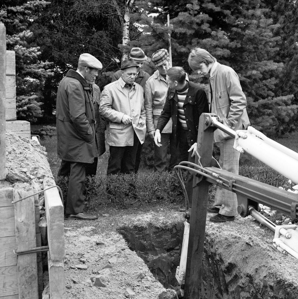 """""""Gravgrävning med maskin visad i Tierp"""", Uppland maj 1973"""