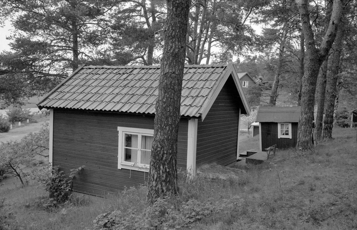 Stuga och lekstuga, Östa 7:1, Ärentuna socken, Uppland 1977