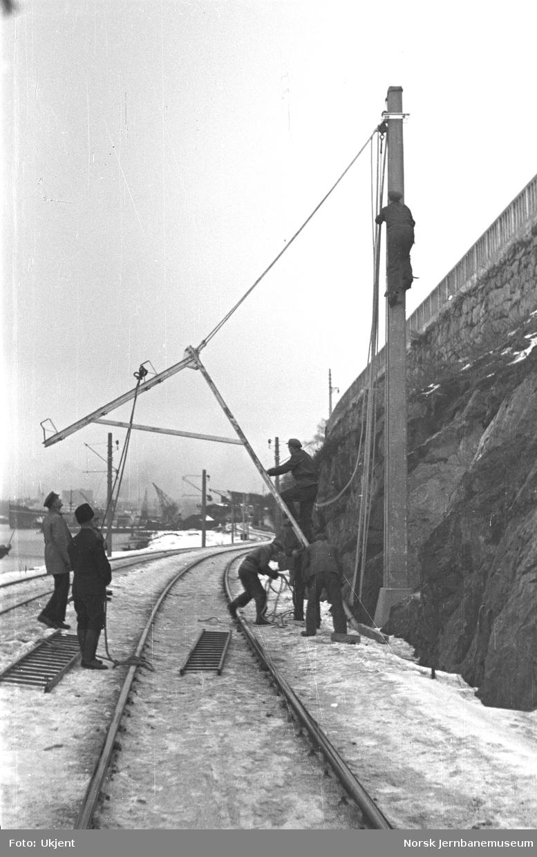 Elektrifisering av Østfoldbanen : reising av master