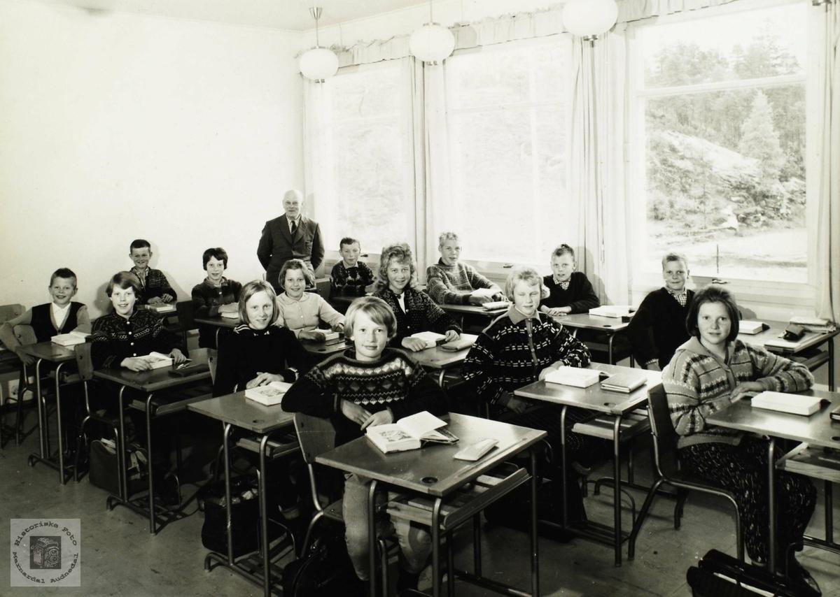 Elever ved Byremo skole. Grindheim