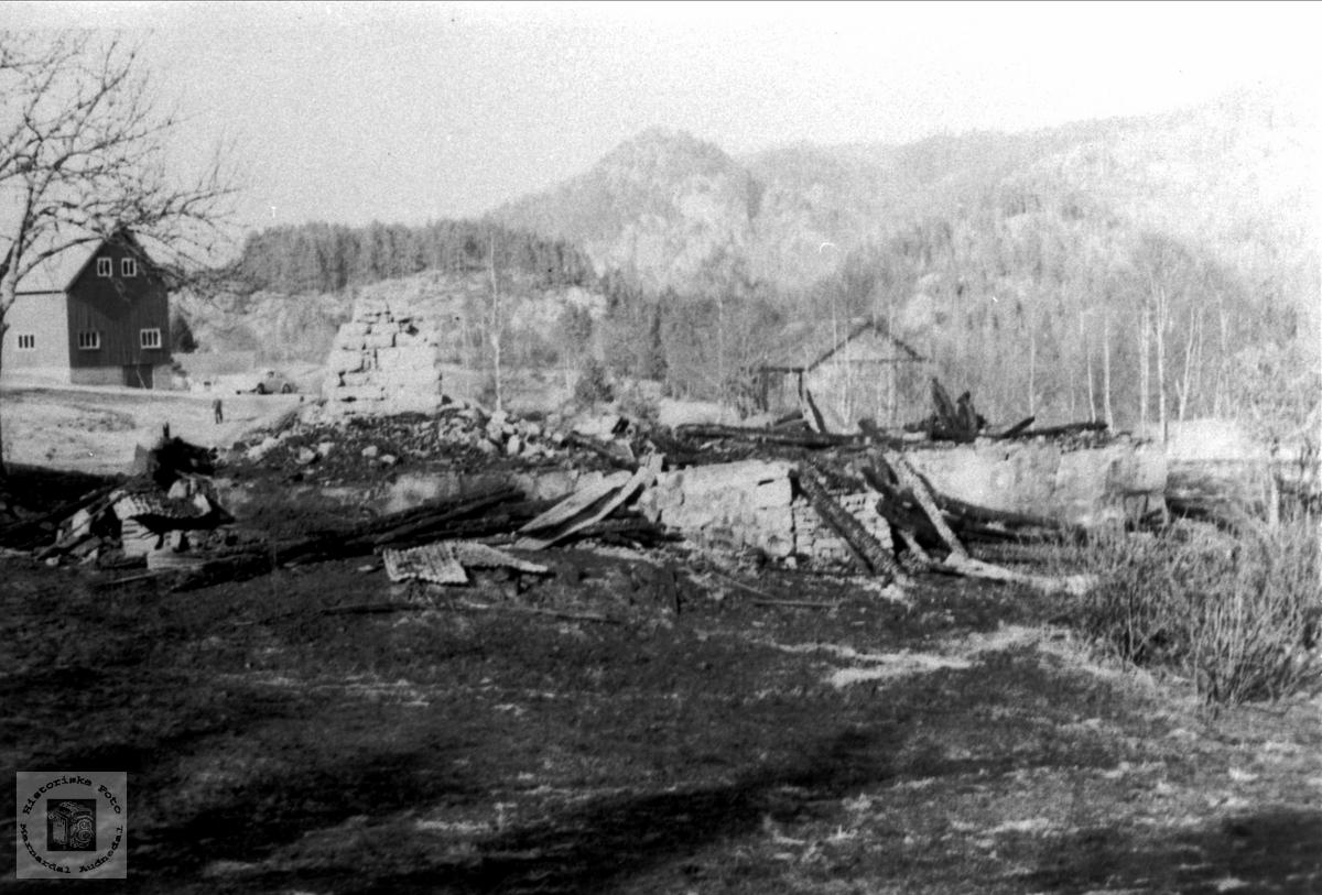 Nedbrent hus på Hesså i Bjelland.