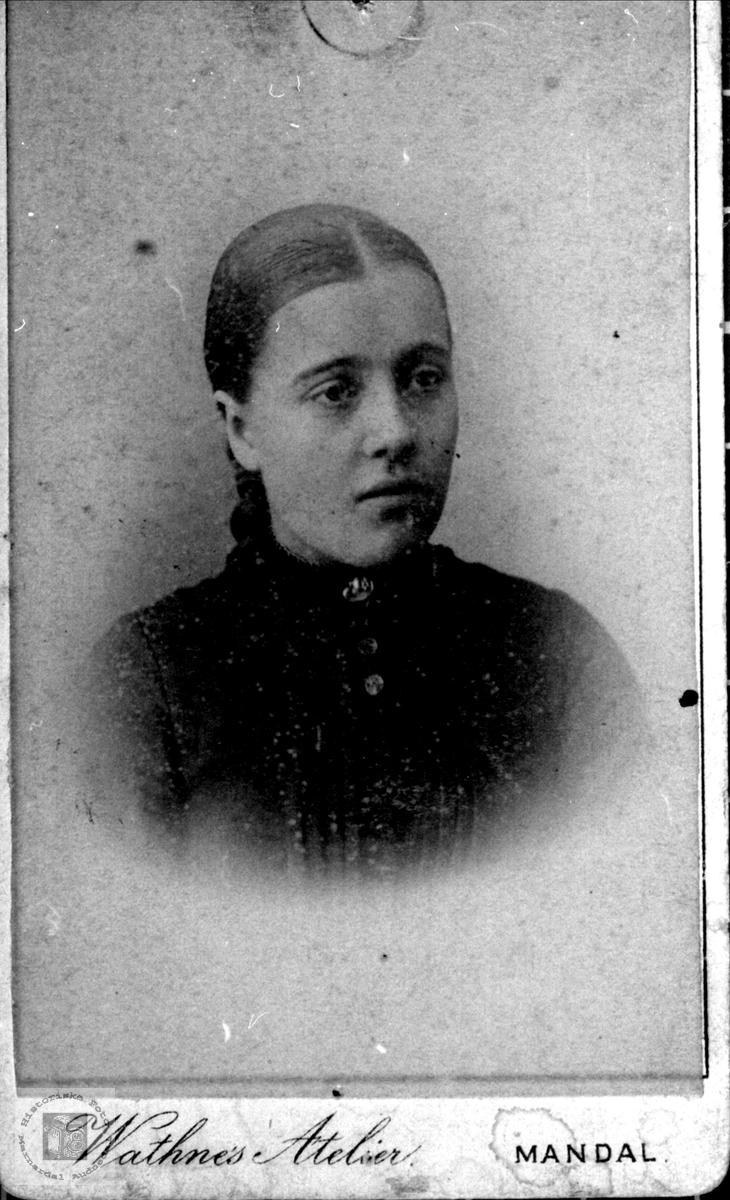 Portrett av Kari Josine Olsdtr Finsdal gift Neset.
