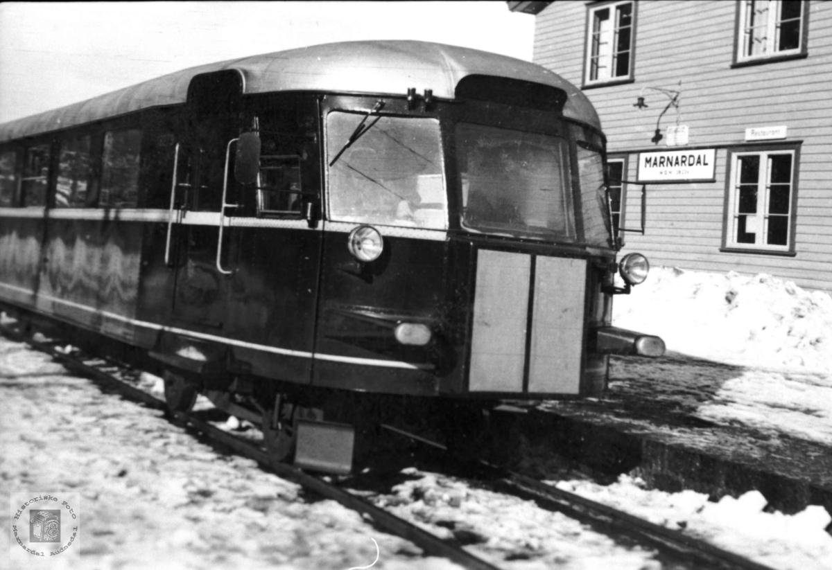 Skinnebusssen ved Marnardal stasjon.